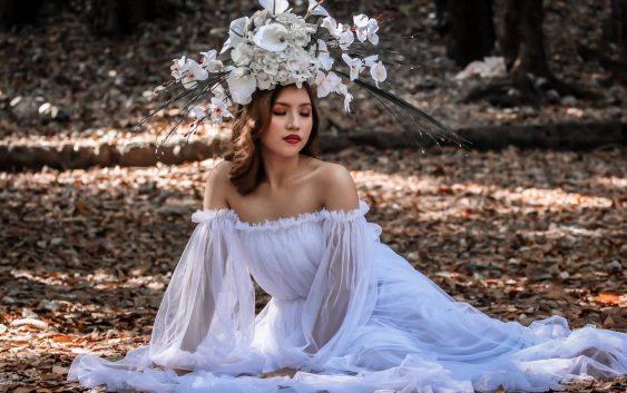 Suknie ślubne - długie rękawy, falbanki i koronki