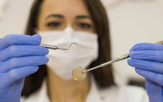 Kiedy można skorzystać z usług bezpłatnego ortodonty?